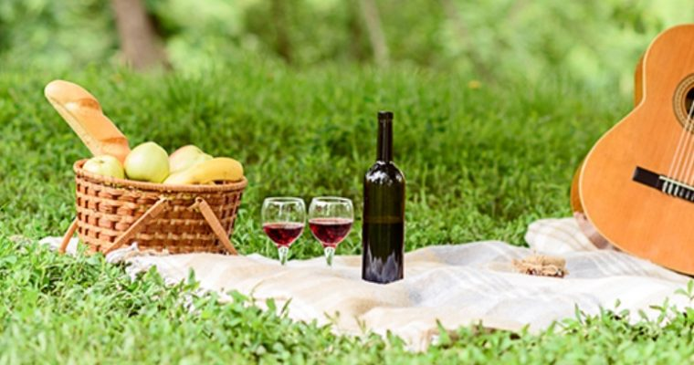 Tips for Serving Wine at a Spring Picnic