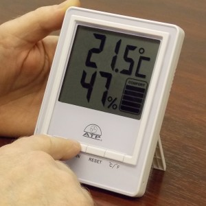 program humidity meter, hygrometer in wine cellar